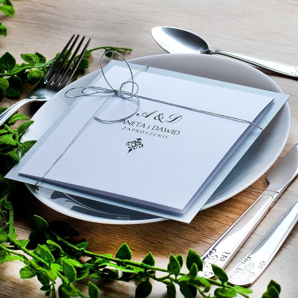 Srebrne zaproszenie na ślub w klasycznym stylu