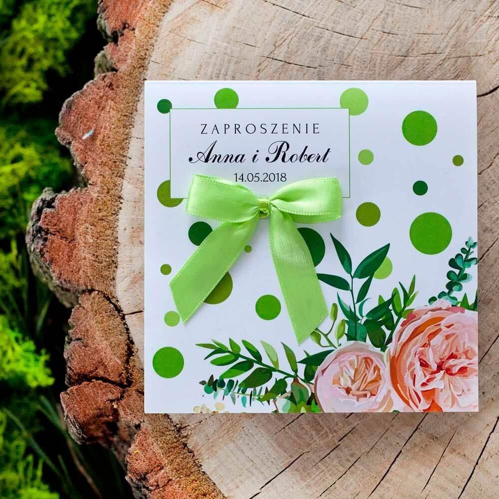 Kwiatowe zaproszenie na wesele w zielone kropki i z zieloną kokardką