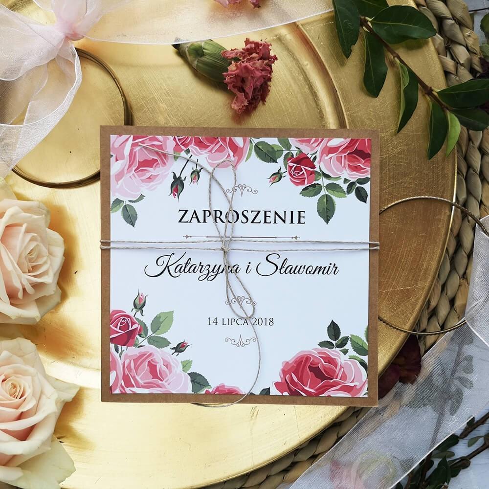 Rustykalne zaproszenie weselne z różami i sznureczkiem