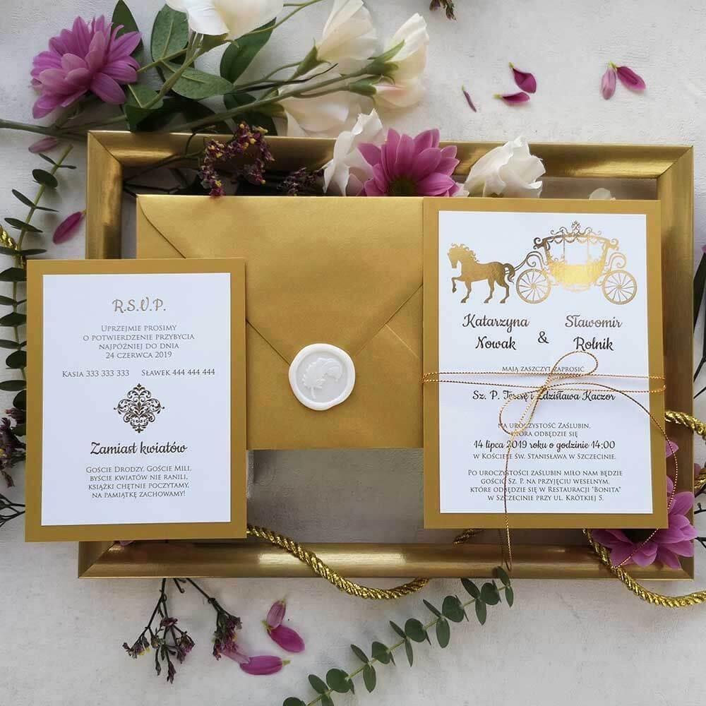 Kolekcja zaproszeń ze złotą karetą