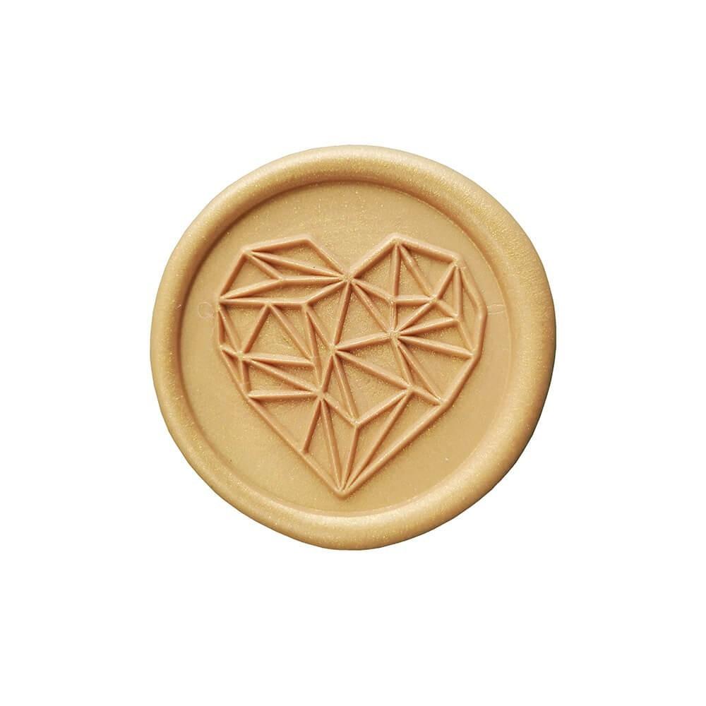 Złota pieczęć lakowa z geometrycznym sercem