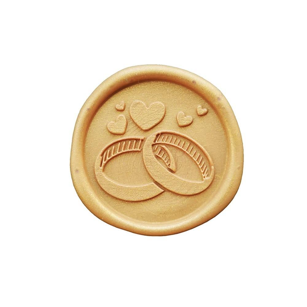 Lak ślubny z motywem obrączek w kolorze złotym