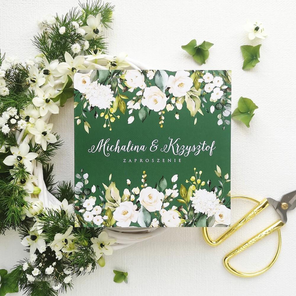 Zaproszenie w barwach butelkowej zieleni z grafiką róż i personalizacją