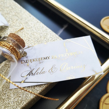 Buteleczka na herbatę i złocony bilecik z podziękowaniem