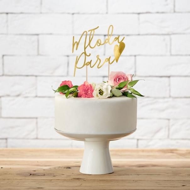 Złoty topper na tort weselny z napisem Młoda Para