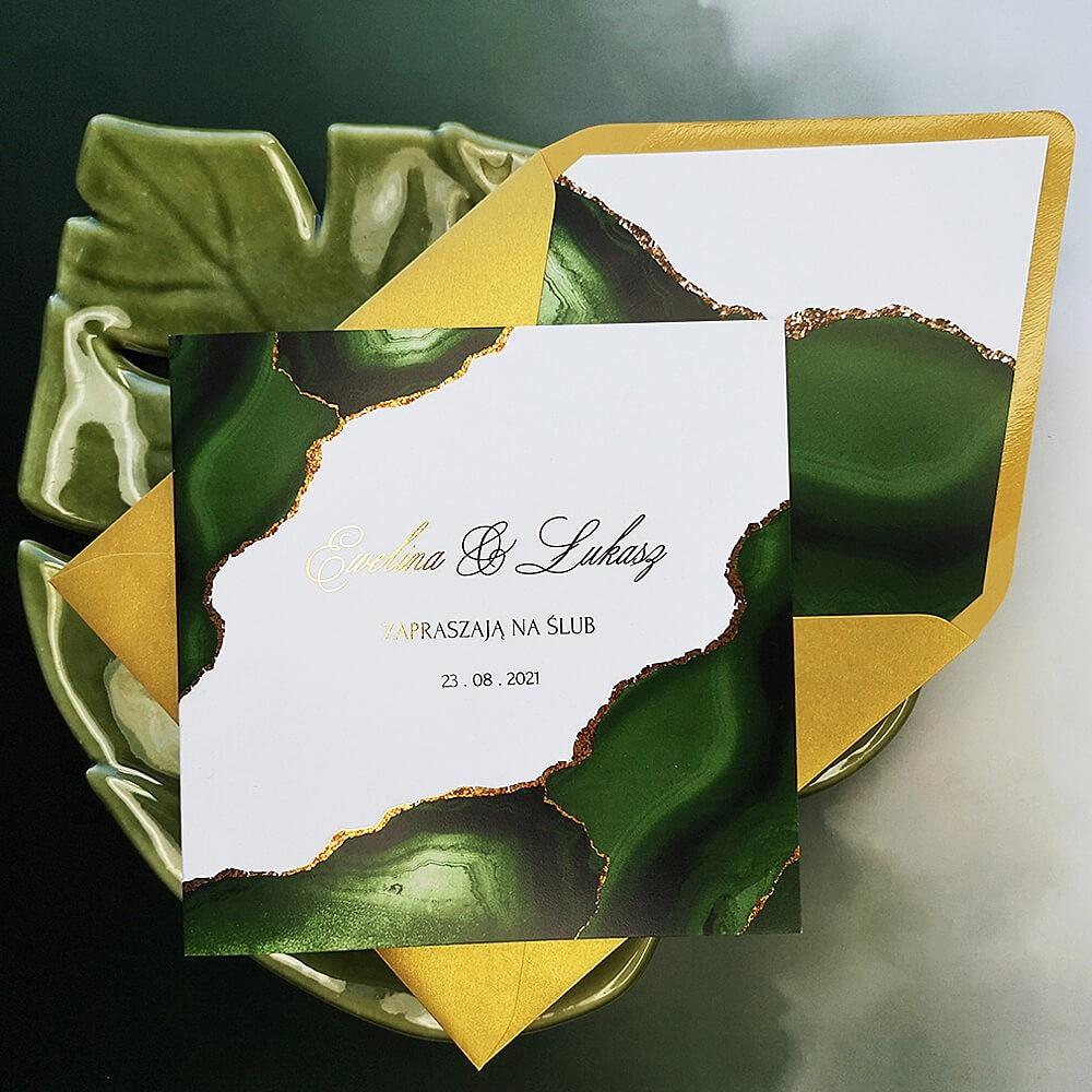 Zaproszenie weselne z modnym zielono złotym wzorem