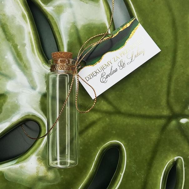 Szklana fiolka na herbatę z bilecikiem jako podziękowanie dla gości