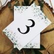 Numery na stoły z eukaliptusem, rozmieszczenie gości weselnych