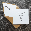 Minimalistyczne białe zaproszenie weselne z kopertą w stylu eko