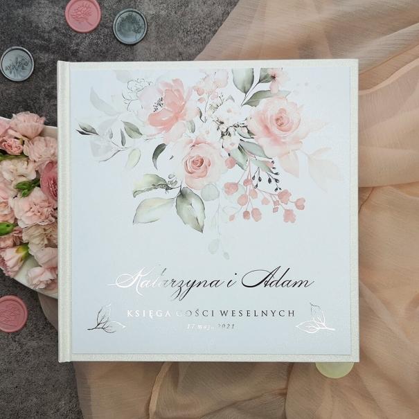 Elegancka księga gości weselnych z białymi kartami do wypisania. Personalizowana ze srebrzeniem.