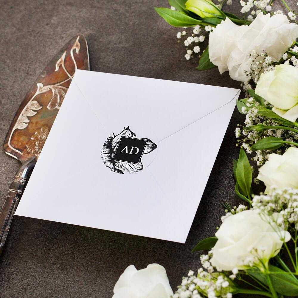 czarno-biała naklejka na kopertę