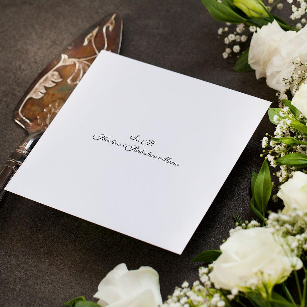 koperta z nadrukiem imion i nazwisk gości