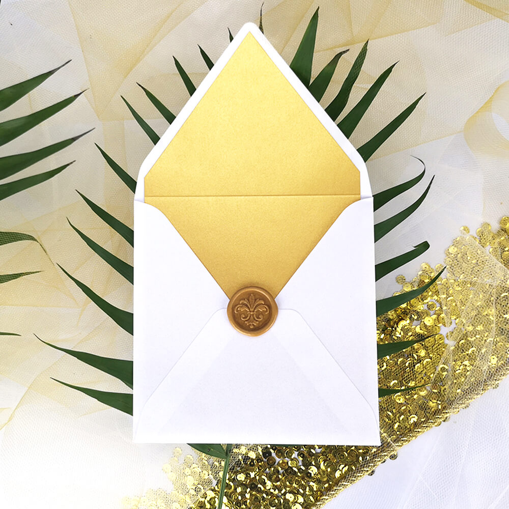 złota wkładka do ślubnej koperty z lakiem