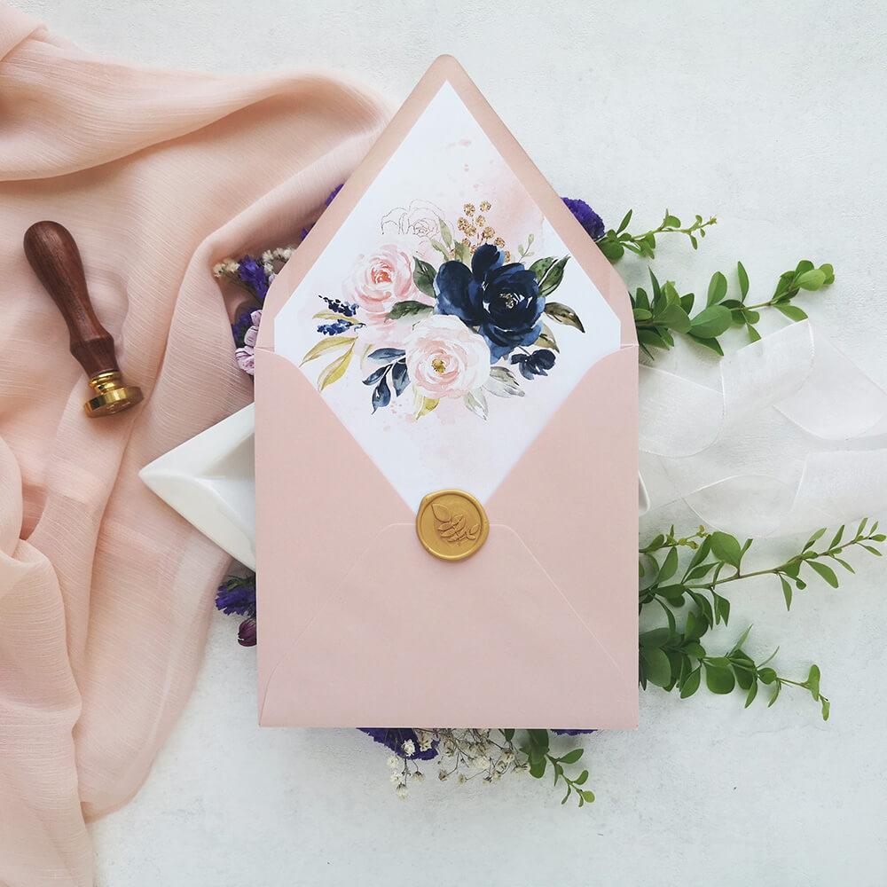 piękne ekskluzywne zdobienie koperty ślubnej
