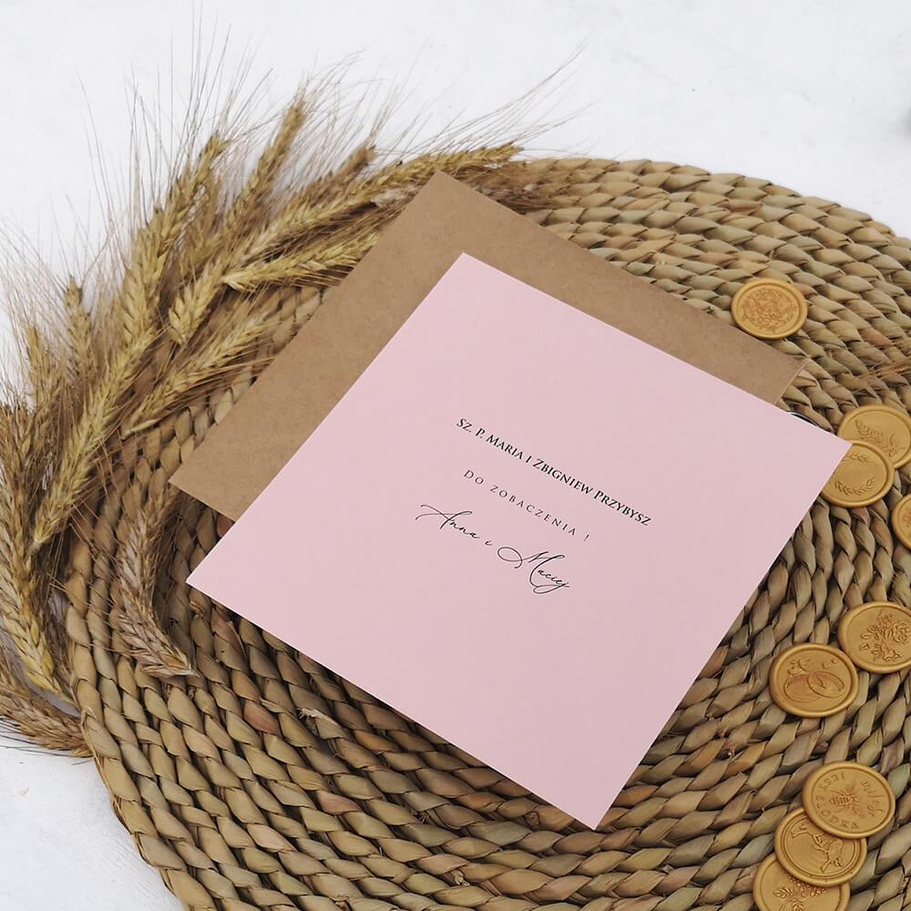Nazwiska gości weselnych nadrukowane na kopercie ozdobnej