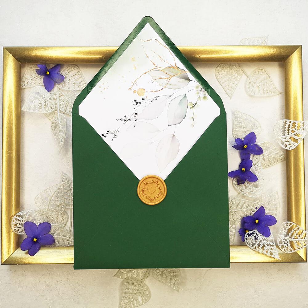 Koperta w kolorze botanicznej zieleni wraz ze złotym lakiem