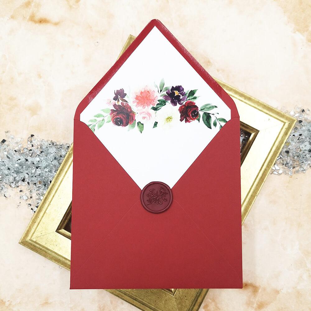 Ozdobna bordowa koperta ślubna z bordowym lakiem