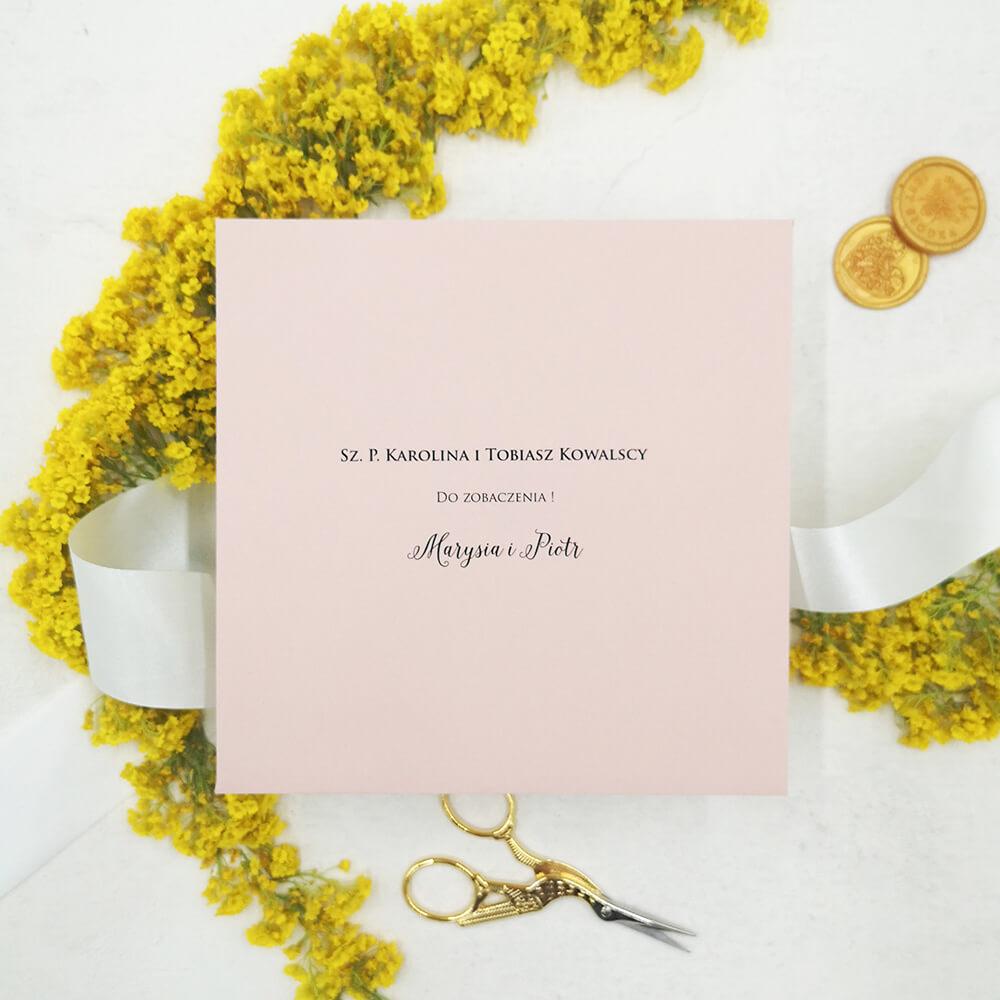 Nadrukowane imiona i nazwiska gości weselnych na kopercie
