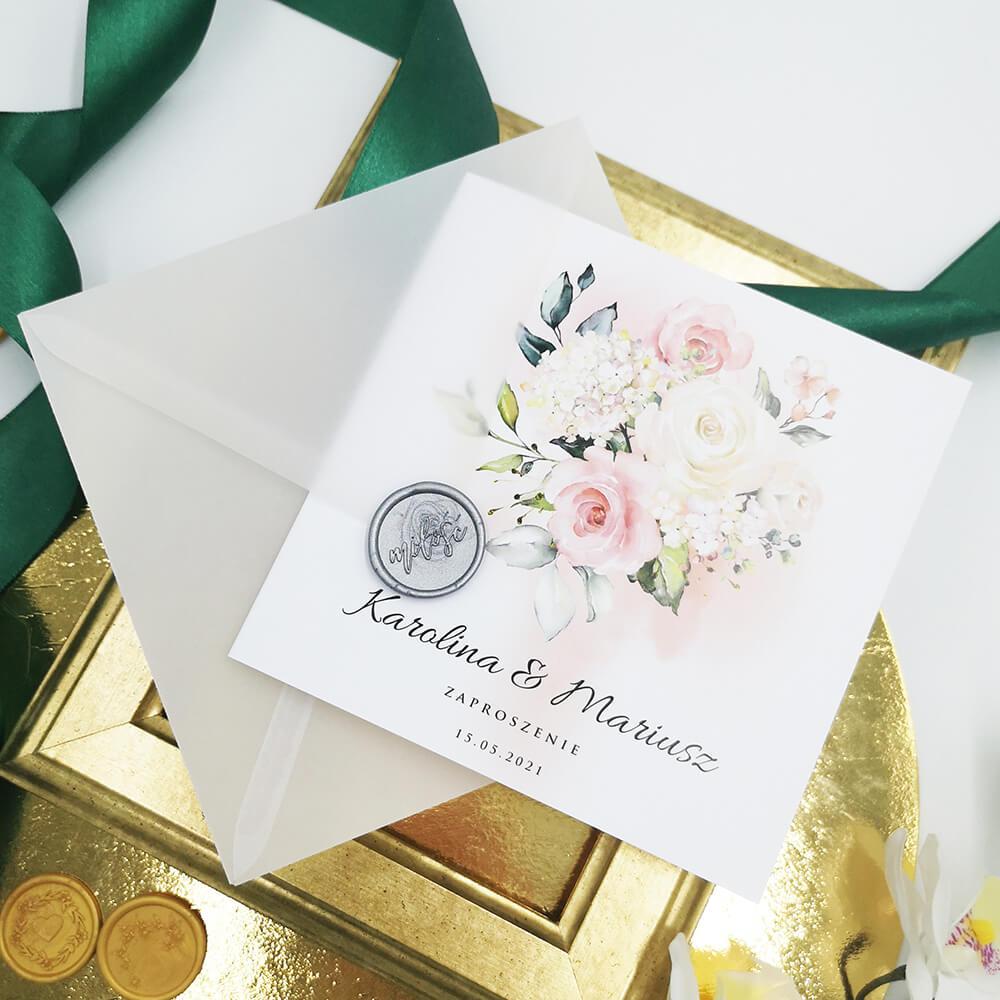 Zaproszenie z kwiatami i personalizacja na froncie