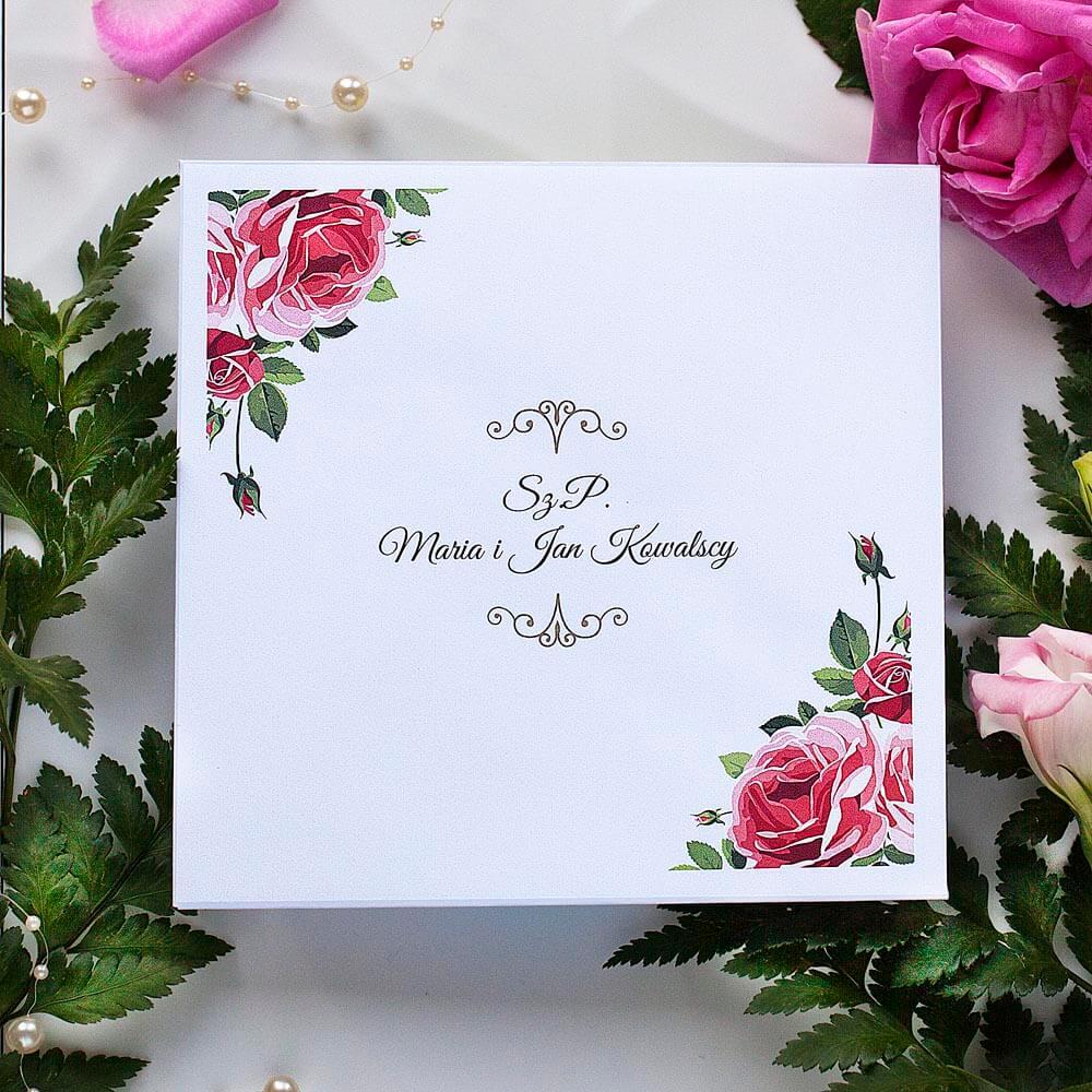 personalizacja koperty białej ślubnej kwiatowej