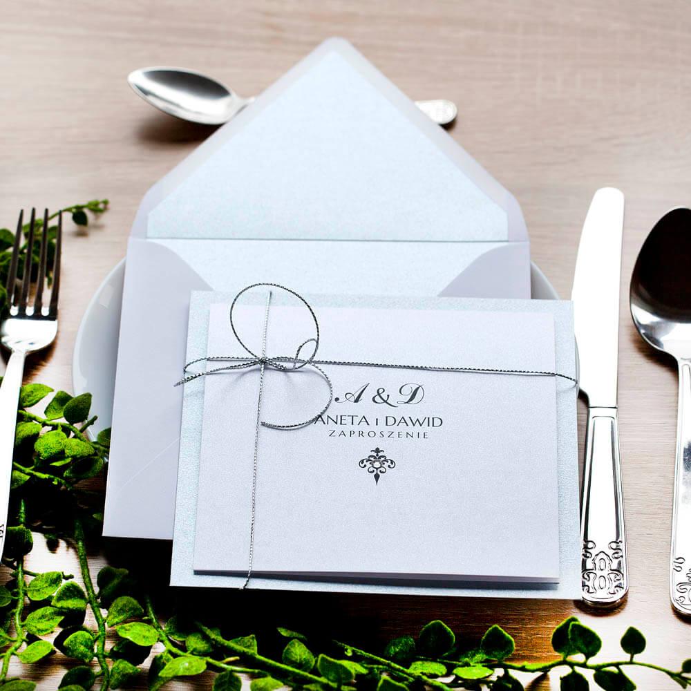 Klasyczne zaproszenie na wesele w srebrnym kolorze