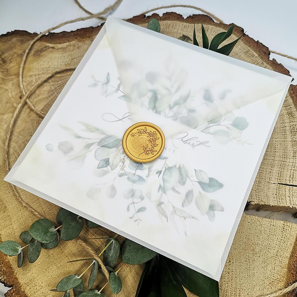 Przezroczysta koperta z kalki zdobiona złotym lakiem