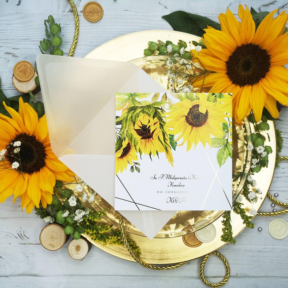 Zaproszenia ze złoconymi napisami i słonecznikiem